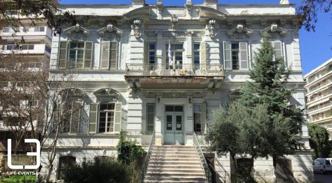 Θεσσαλονίκη: Πάρκαρε πάνω σε οδηγό τυφλών δίπλα στη Σχολή Τυφλών (ΦΩΤΟ)