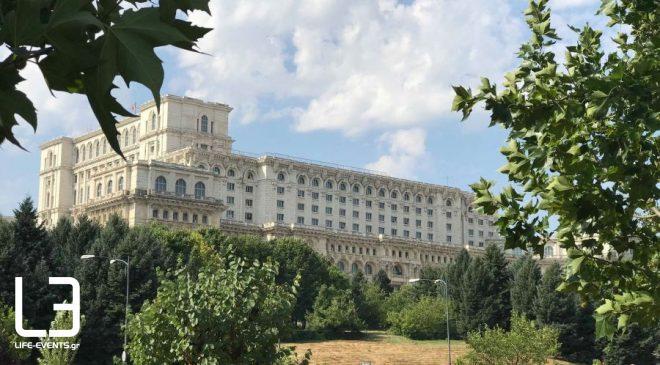 Στις κάλπες οι πολίτες στη Ρουμανία εν μέσω πανδημίας