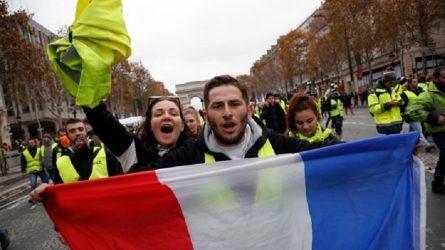 Γαλλία: Αντιδράσεις για τις δωρεές 1 δις. ευρώ για την Παναγία των Παρισίων