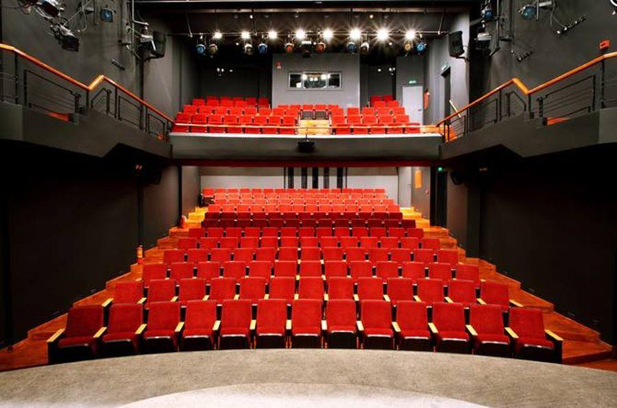 επιχορήγηση θέατρο ΑΥΛΑΙΑ μητρώο καλλιτεχνών υπουργείο Πολιτισμού καταγγελία μήνυση κωμικός