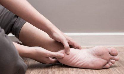 Πρήστηκαν τα πόδια σας; Τι σημαίνει και τι μπορείτε να κάνετε…