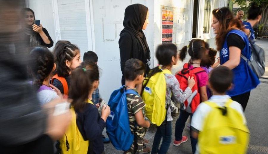 Μεταφέρθηκαν στην Ελβετία ανήλικοι πρόσφυγες για οικογενειακή επανένωση
