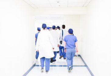 Κορονοϊός: 3,5 φορές μεγαλύτερος ο κίνδυνος για γιατρούς και νοσηλευτές