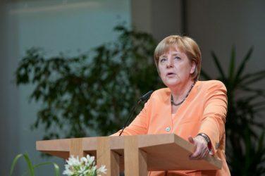 """Μέρκελ: """"Σωστή η απόφαση της ΕΕ για την αγορά εμβολίων"""""""