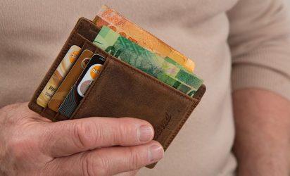 Παγκόσμιο κοινωνικό πείραμα: Τι θα κάνατε αν βρίσκατε ένα πορτοφόλι;