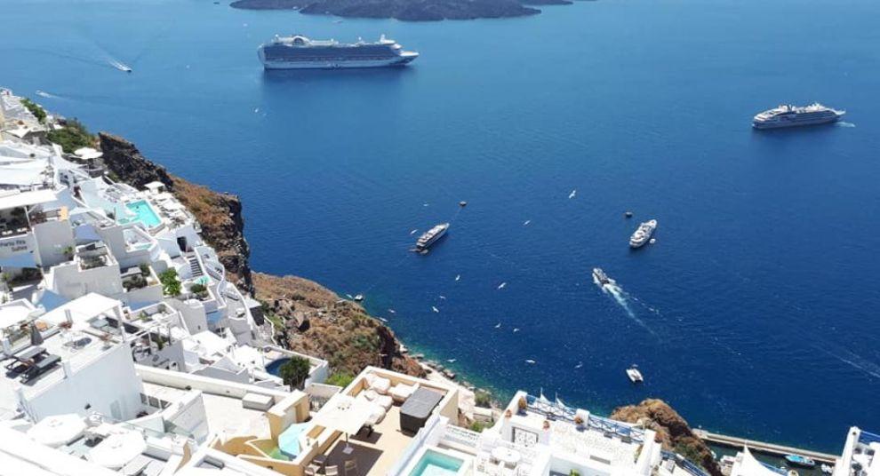 καραντίνα τουρισμός Ελλάδα Σαντορίνη ΜΜΕ