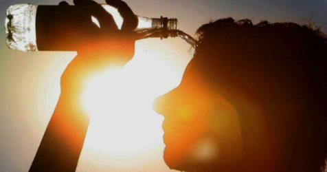 Δεν έχετε κλιματιστικό; 11 τρόποι να επιβιώσετε στη ζέστη