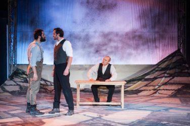 «Το χώμα βάφτηκε κόκκινο» στο Ανοικτό Θέατρο Συκεών