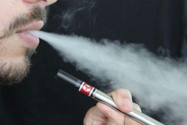 Αυξάνεται η ηλικία χρήσης ηλεκτρονικού τσιγάρου στις ΗΠΑ