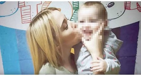 Απίστευτη τραγωδία: Δίχρονο παιδί σκότωσε τη μητέρα του