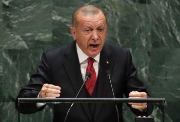 Ο Ερντογάν βλέπει «πολιτικό πραξικόπημα» πίσω από την επιστολή των ναυάρχων