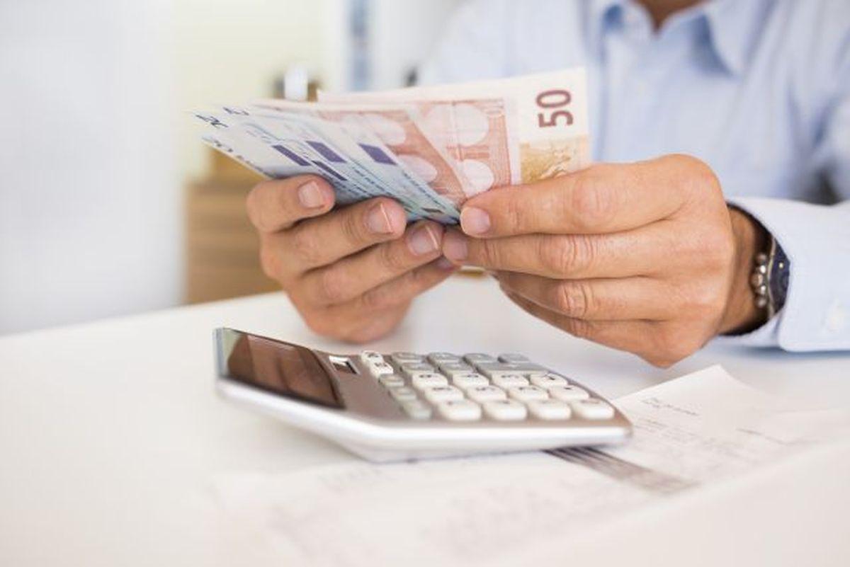 Μείωση προκαταβολής φόρου αποζημίωση ειδικού σκοπού επιταγές, νόμος, αναστολή, Κατσέλη συντάξεις επίδομα 534 ευρώ επιστρεπτέα προκαταβολή συντάξεις Οκτωβρίου