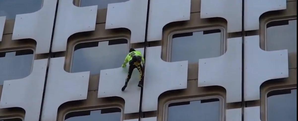 Ο Γάλλος Σπάιντερμαν ανέβηκε σε ουρανοξύστη! (ΒΙΝΤΕΟ)