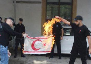 Η Αγκυρα κατηγορεί Ελλάδα και Κύπρο για κάψιμο τουρκικής σημαίας