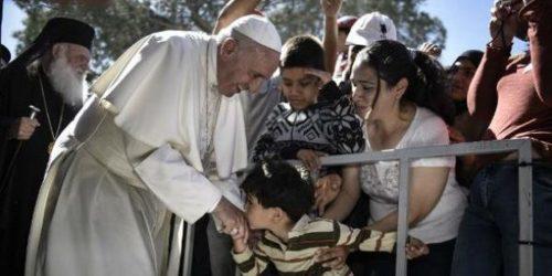 Χειρονομία αλληλεγγύης από τον Πάπα σε πρόσφυγες της Μυτιλήνης
