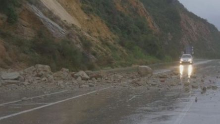 Πτώσεις βράχων από βροχή και χιόνια στα Τρίκαλα