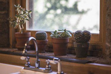 6 tips για να κάνεις το σπίτι σου να φαίνεται καθαρό