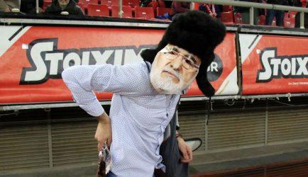 Οπαδός του Ολυμπιακού ντυμένος Σαββίδης στο Καραϊσκάκη! (ΒΙΝΤΕΟ)