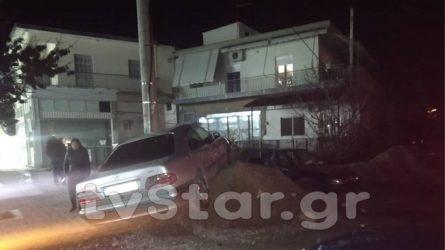 Αυτοκίνητα έπεσαν πάνω σε τέσσερα παιδιά