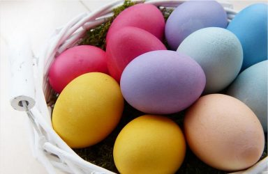 Βάφουμε πασχαλινά αυγά με τον πιο φυσικό τρόπο! (ΒΙΝΤΕΟ)