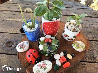 μπαλκόνι γλαστράκια κονσερβοκούτια τενεκεδάκια γλάστρες DIY ιδέα Θένια Μυλωθρίδου