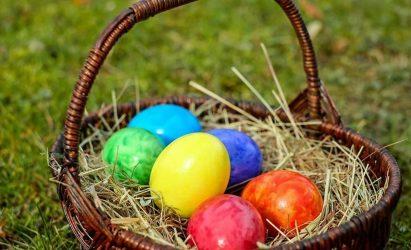 Εξυπνα tips για να βάψετε τα αυγά σας
