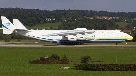 Το μεγαλύτερο αεροπλάνο του κόσμου στην Αθήνα (ΒΙΝΤΕΟ)