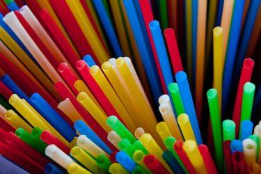 Καταργούνται τα πλαστικά μίας χρήσης – Ολα όσα πρέπει να ξέρετε