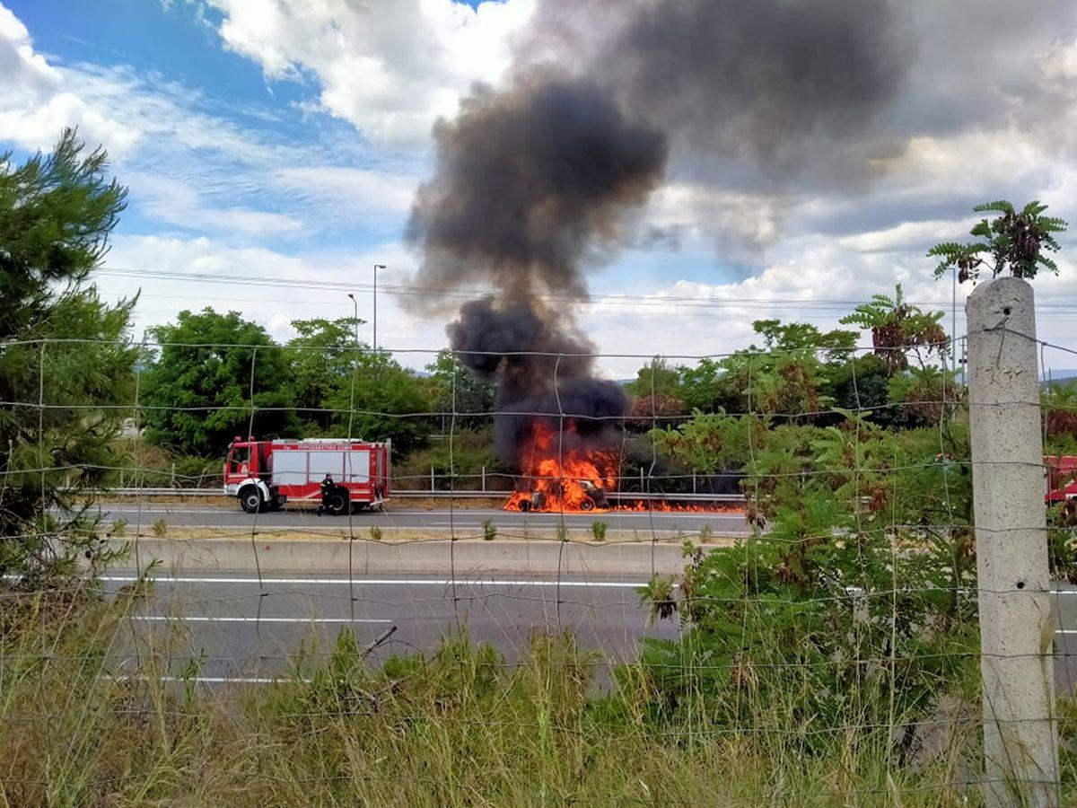 φλόγες αυτοκίνητο φωτιά