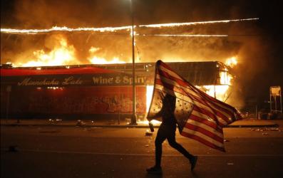 ΗΠΑ: Σε κατάσταση έκτακτης ανάγκης η Μινεάπολη!
