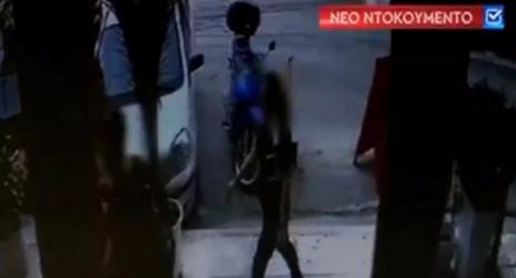 Επίθεση με βιτριόλι: Νέο βίντεο ντοκουμέντο με δύο γυναίκες (ΒΙΝΤΕΟ)