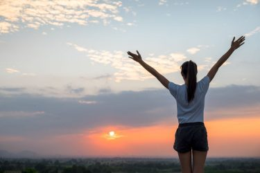 Ο τρόπος για να μειώσουμε το άγχος και να αυξήσουμε την αισιοδοξία
