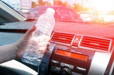 Οι κίνδυνοι όταν το πλαστικό μπουκάλι μένει για ώρα στον ήλιο