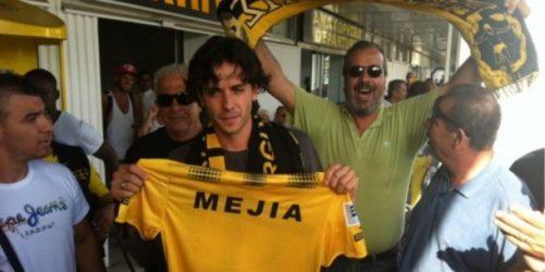 Απίθανο ελληνικό ποδόσφαιρο: Οταν οι φίλαθλοι αποθέωσαν έναν τουρίστα αντί για το νέο παίκτη (ΒΙΝΤΕΟ)