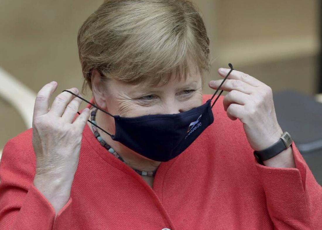 Κορονοϊός: Πρώτη δημόσια εμφάνιση με μάσκα για την Μέρκελ