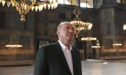 Προκαλεί ο Ερντογάν έναν χρόνο μετά την πρώτη προσευχή στην Αγία Σοφία