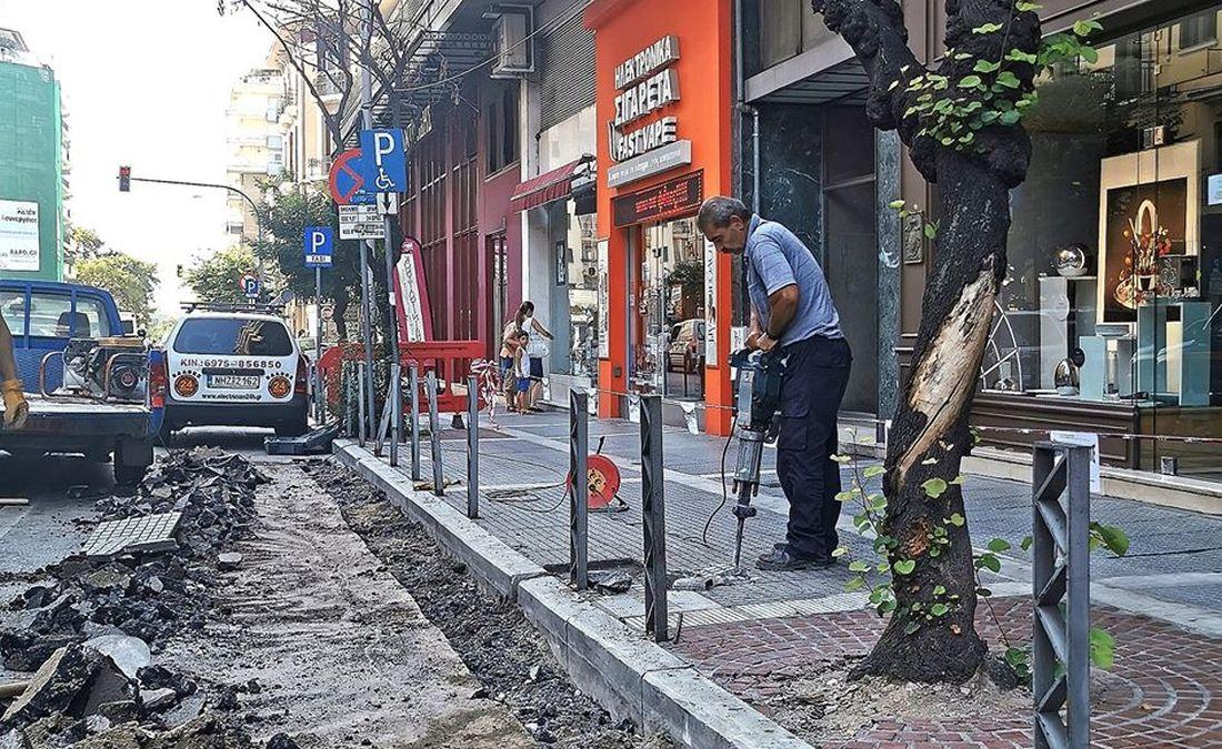 Θεσσαλονίκη: Ξεκίνησαν τα έργα ανάπλασης για θέσεις στάθμευσης ΑμεΑ στην Παύλου Μελά