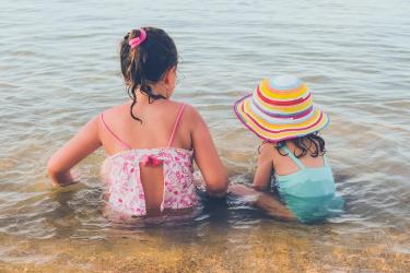 Ελλάδα παιδιά θάλασσα καλοκαίρι