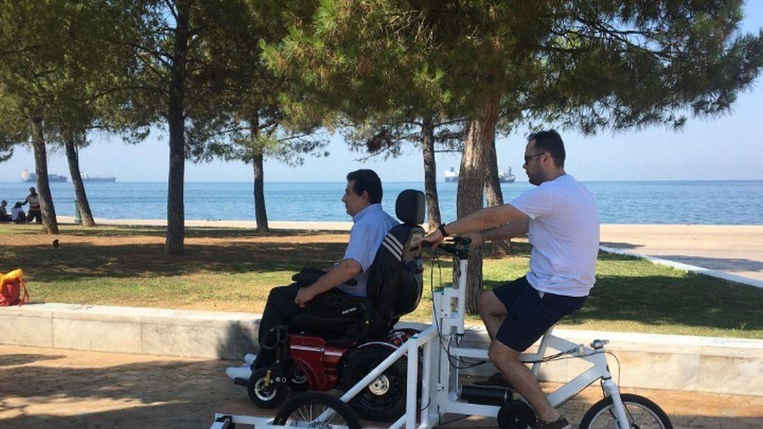 Θεσσαλονίκη: Παρουσιάστηκε το πρώτο κοινόχρηστο ποδήλατο για ΑμεΑ  (ΦΩΤΟ)