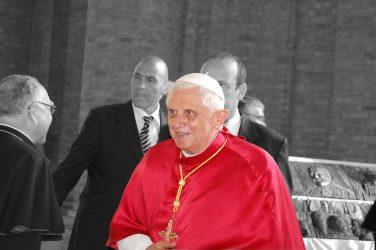 Δύσκολες ώρες για τον πρώην Πάπα Βενέδικτο