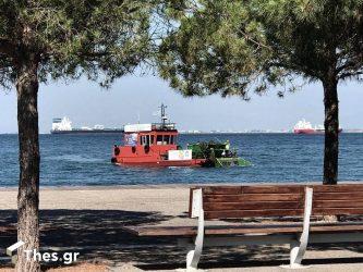 Θεσσαλονίκη – Θερμαϊκός: 1 τόνο σκουπίδια συλλέγει η «Αλκίππη»
