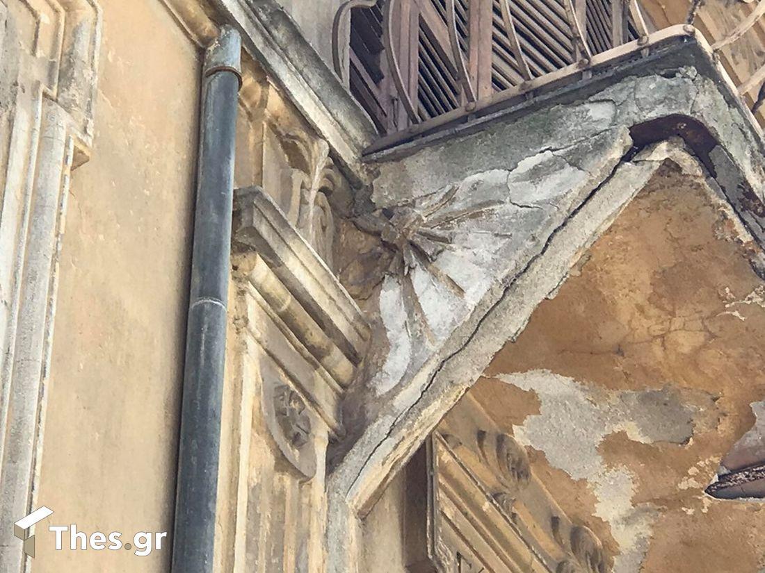 """Θεσσαλονίκη: Κτίριο """"κίνδυνος"""" για περαστικούς και αυτοκίνητα (ΒΙΝΤΕΟ & ΦΩΤΟ), φωτογραφία-3"""
