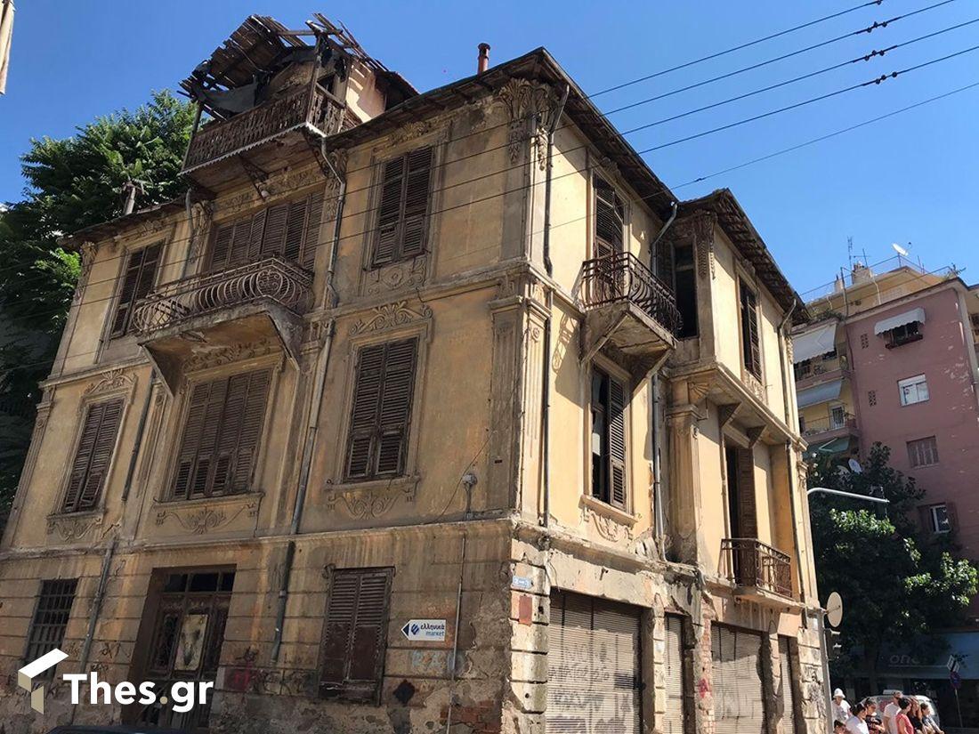 """Θεσσαλονίκη: Κτίριο """"κίνδυνος"""" για περαστικούς και αυτοκίνητα (ΒΙΝΤΕΟ & ΦΩΤΟ), φωτογραφία-1"""