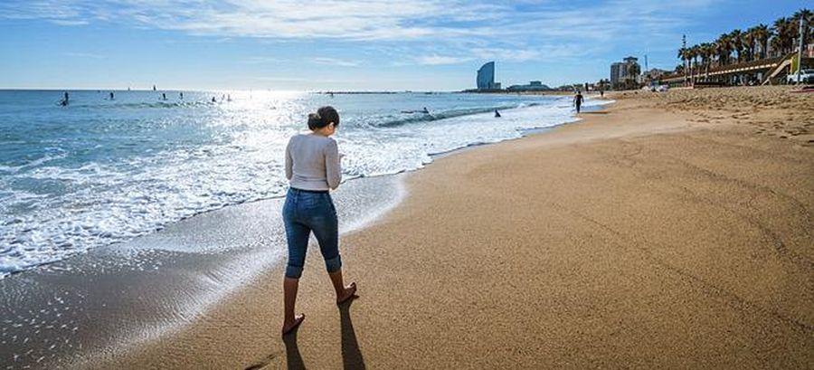 Το περπάτημα κοντά στη θάλασσα βελτιώνει την ευεξία!