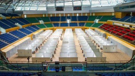 Βιετνάμ: Γήπεδο μετατρέπεται σε νοσοκομείο για τον κορονοϊό