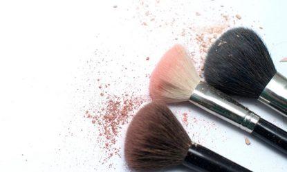 Ο τρόπος για να καθαρίζεις σωστά τα πινέλα του μακιγιάζ