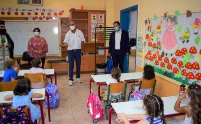 Αγιασμός με όλα τα μέτρα προστασίας στα σχολεία της Καλαμαριάς