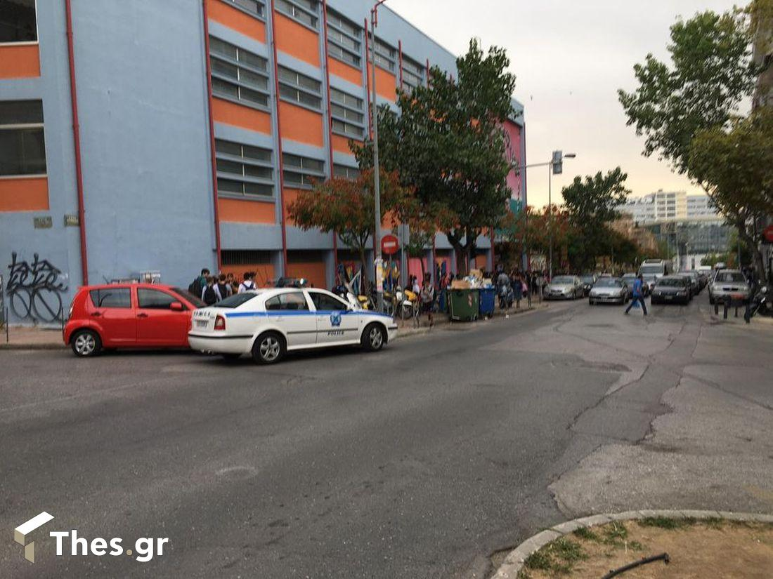 """Θεσσαλονίκη: Γονείς και καθηγητές προσπάθησαν να """"σπάσουν"""" την κατάληψη στο 3ο ΓΕΛ (ΦΩΤΟ), φωτογραφία-2"""