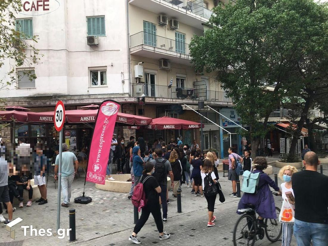 Θεσσαλονίκη: Εντονος διάλογος μεταξύ μαθητών και καθηγητών έξω από λύκειο (ΦΩΤΟ), φωτογραφία-2