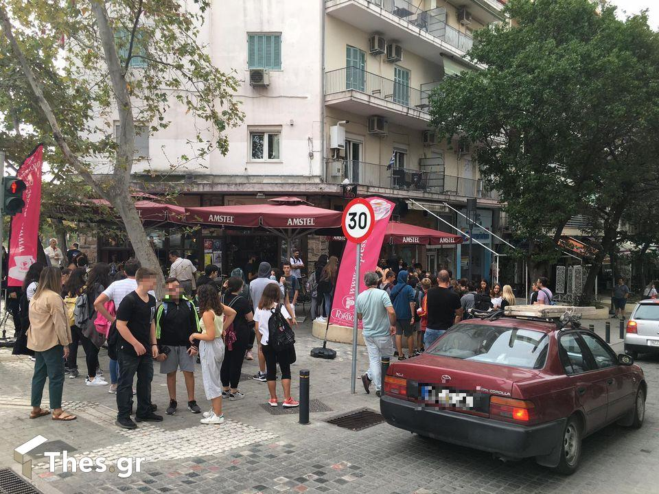 Θεσσαλονίκη: Εντονος διάλογος μεταξύ μαθητών και καθηγητών έξω από λύκειο (ΦΩΤΟ), φωτογραφία-1